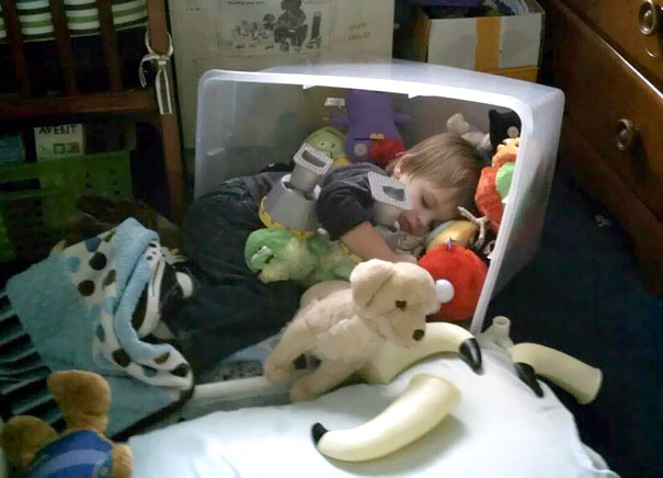 15+ Hilarious Pics That Prove Kids Can Sleep Anywhere - Napping In A Toys Box