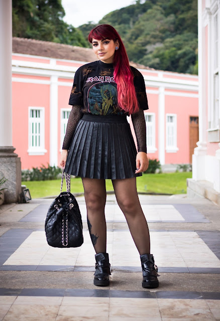 Look do dia: I'll Die With My Boots On | Iron Maiden T-shirt, Pleated Leather Skirt & Denim Jacket