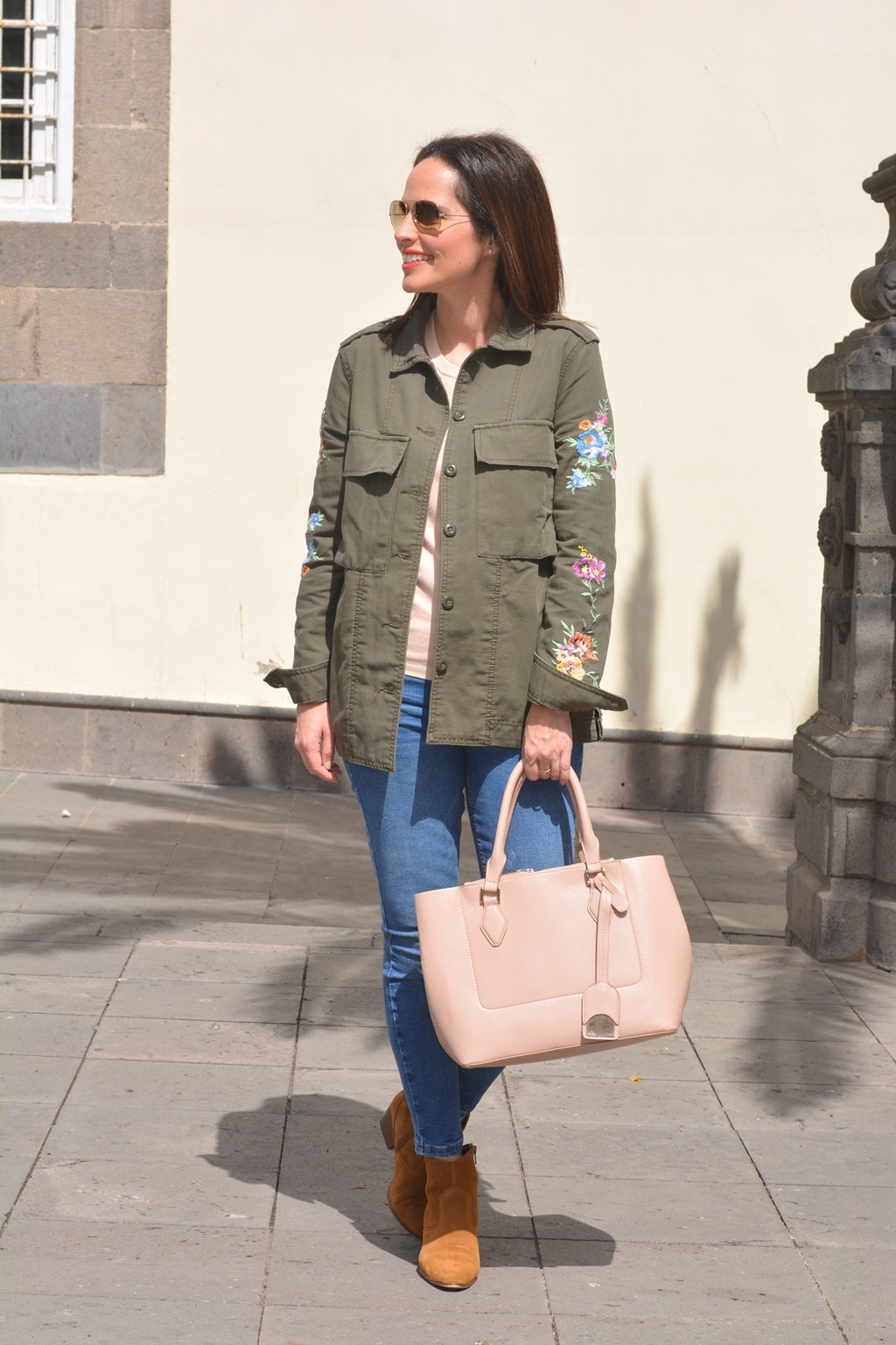 outfit-parka-con-flores-bershka