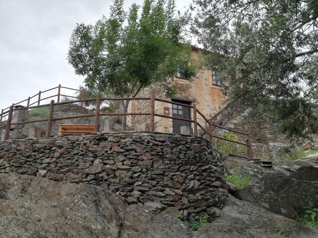 Esplanada Casas de Xisto no Vimieiro