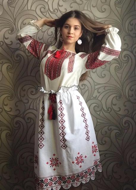 Ucrânia em África  A camisa bordada ucraniana ganha a fama mundial 46ba7805682b9