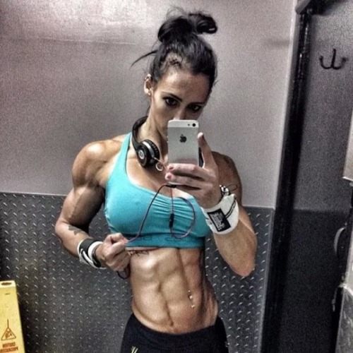 hot-fittest-girl-with-abs