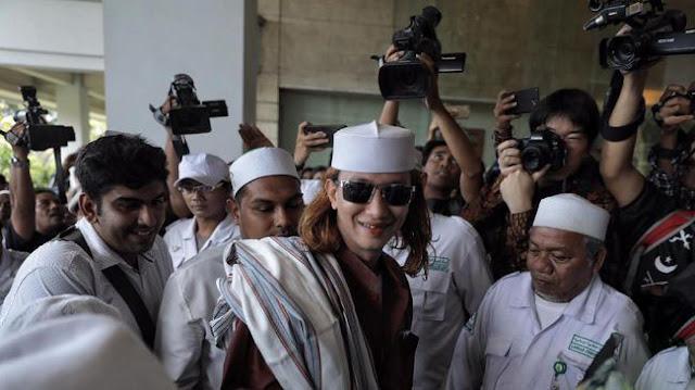 Habib Bahar Bin Smith Dibawa ke Polda Metro Jaya Terkait Video 'Jokowi Banci'