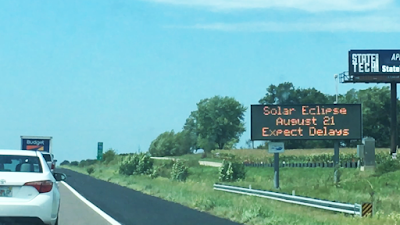 solar eclipse road signs