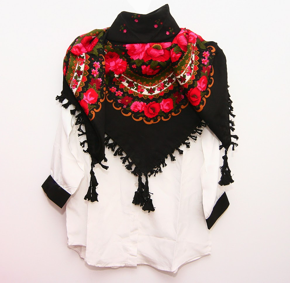 http://moda-re.blogspot.ro/2014/11/esarvfa-gipsy-neagra-cu-ciucuri.html