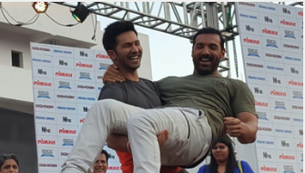 """Lokmat Media kickstarted """"Dishoom"""" movie promotion at Zero Mile, Nagpur"""