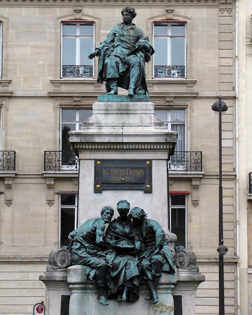 Monument to Alexandre Dumas (père) by Gustave Doré, place du Général-Catroux, Quartier de la Plaine-de-Monceaux, Paris