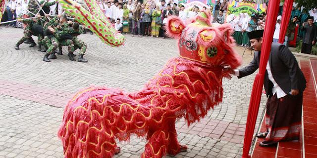 Di Hadiri Ribuan Santri, Atraksi Barongsai Warnai Peringatan Hari Santri di Kota Semarang