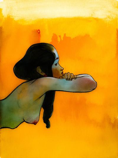 Mujer de perfil con los senos descubiertos. Cabello negro fondo amarillo