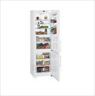 Хладилник с малък фризер