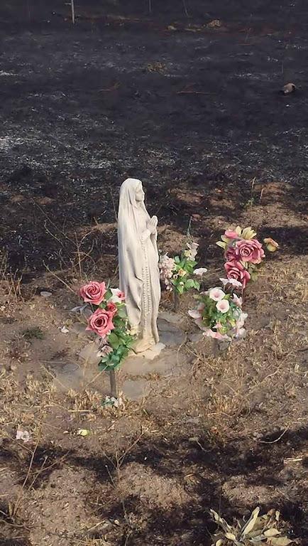 Imagem de Nossa Senhora de Lourdes, inexplicavelmente intacta após incêndio na base militar de El Goloso, Madri.
