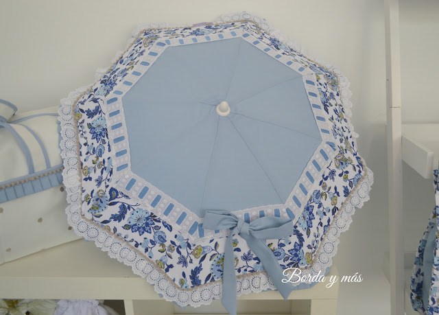 sombrilla flores azules