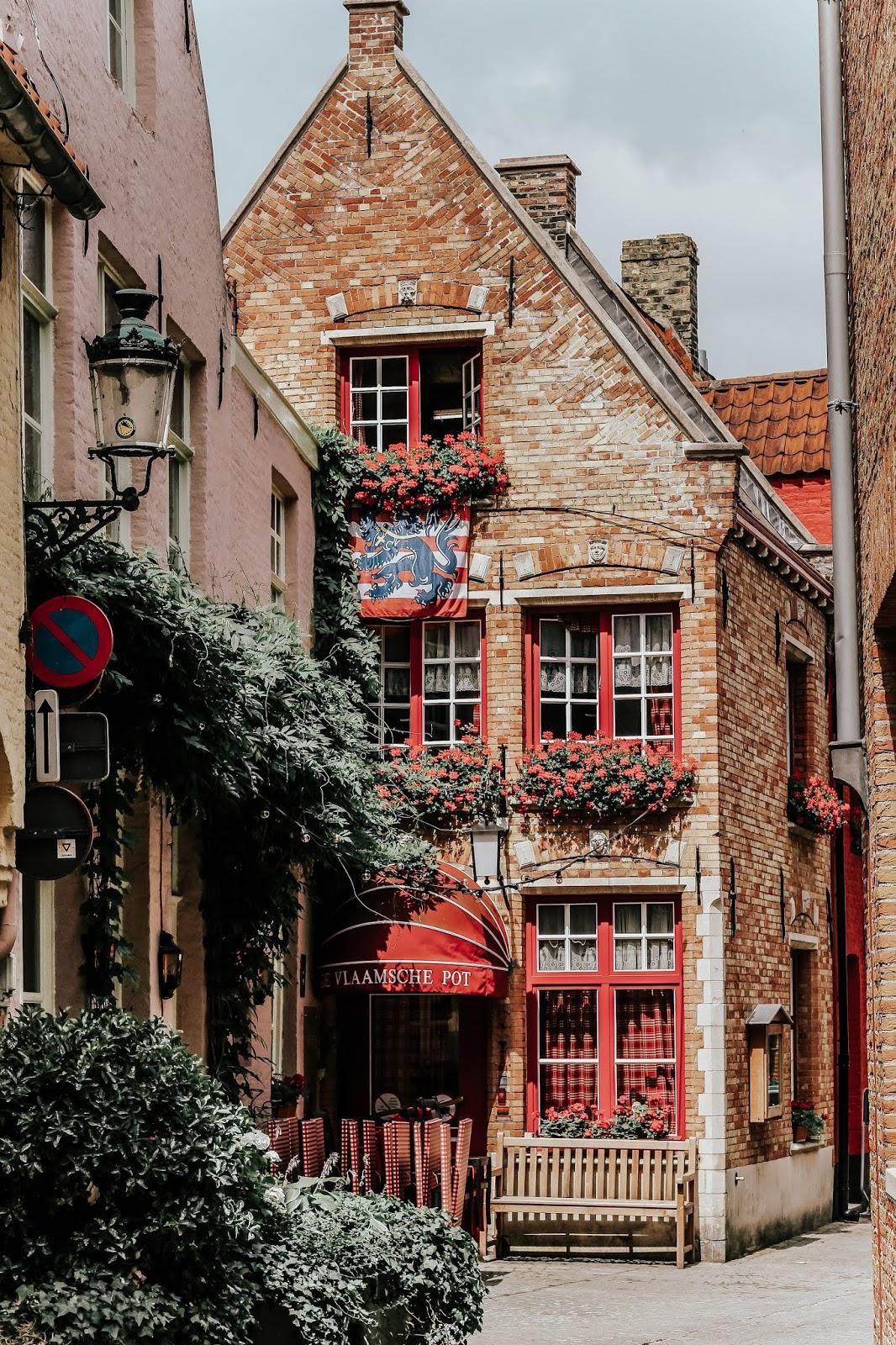 De Vlaamsche Pot Restaurant Brugge Travel Photography