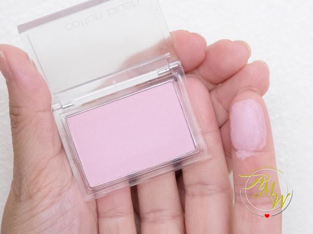 Askmewhats.com的Nikki Tiu在《薰衣草香水评论》中的一张Althea Missa棉质腮红的照片。亚博足球