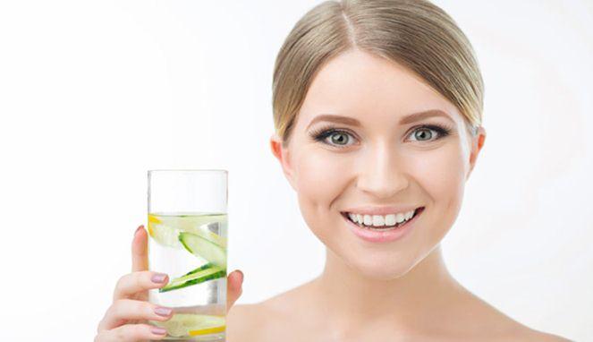 Manfaat Menakjubkan Rutin Minum Air Mentimun