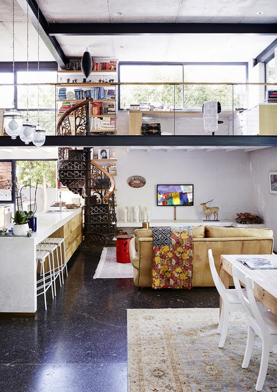 Safari Fusion blog | Modern bohemian | Modern bohemian kitchen and living room in a Tamboerskloof home, Cape Town / South Africa | Image © vtwonen