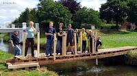 Kinder bauen Brücke zum Tag der Industriekultur am Wasser