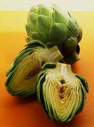Imagen de la alcachofa entera y partida