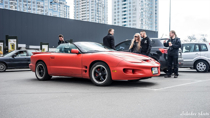 red pontiac firebird cabrio