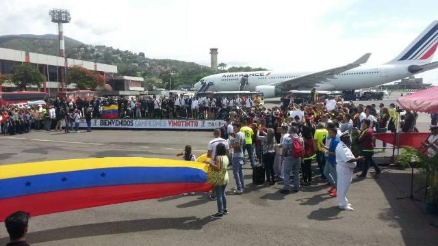 La Vinotinto sub 20 fue recibida en el aeropuerto de Maiquetía