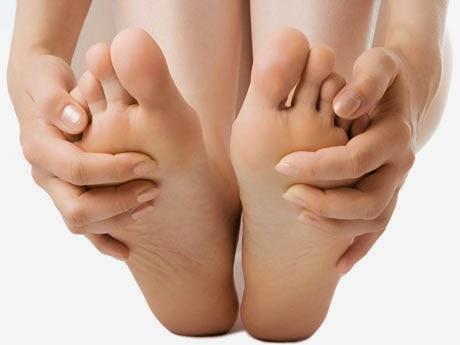 pies muy hinchados personas mayores