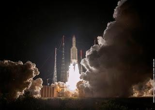 Ένας πυραύλος Ariane 5 εγκαινιάζει την ευρωπαϊκή-ιαπωνική αποστολή BepiColombo στον Ερμή από το Διαστημικό Κέντρο της Ευρώπης στο Διαστημικό Κέντρο της Γουιάνας στο Κουρού της Γαλλικής Γουιάνας.