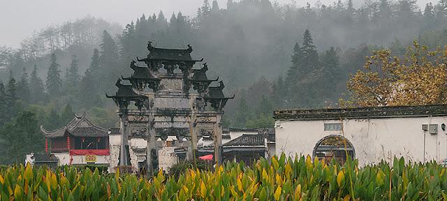 L'arche Ming à l'entrée du village de Xidi