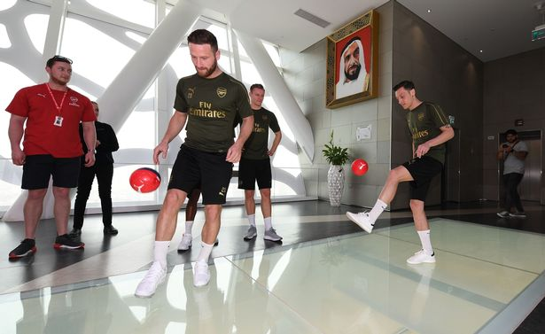 arsenal players sightseeing in dubai