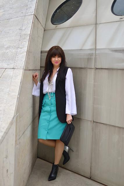 BIELA BLÚZKA SO ZVONOVÝMI RUKÁVMI_Katharine-fashion is beautiful_Biela blúzka so zvonovými rukávmi Bonprix_Náhrdelník JEJ_Katarína Jakubčová_Fashion blogger