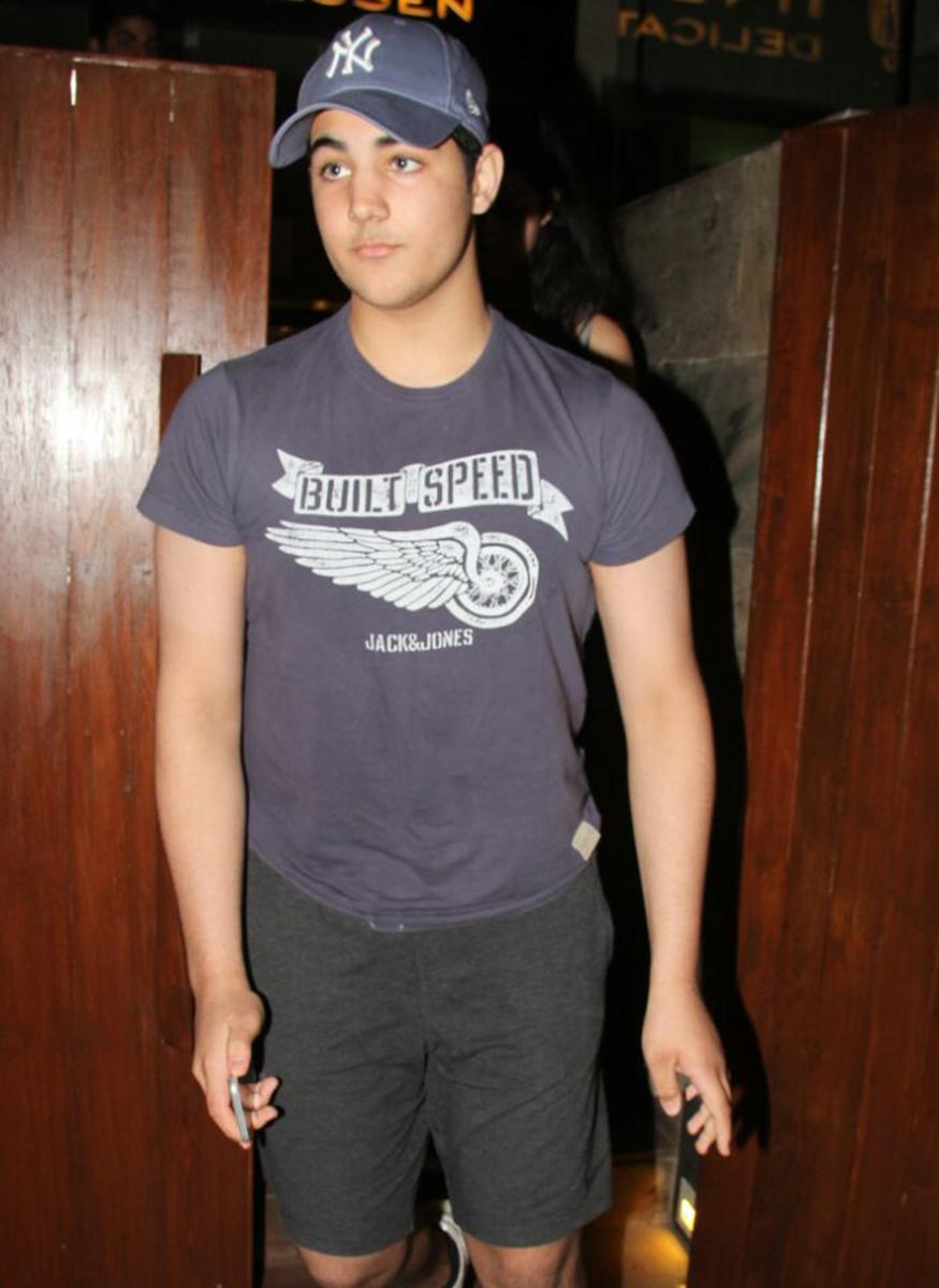 Akshay Kumar and Twinkle Khanna's son Aarav with girlfriend outside restaurant