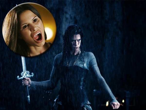"Rhona Mitra es (Sonja en Underworld: Rise of the Lycans y Claire Radcliffen ""The Gates"")"