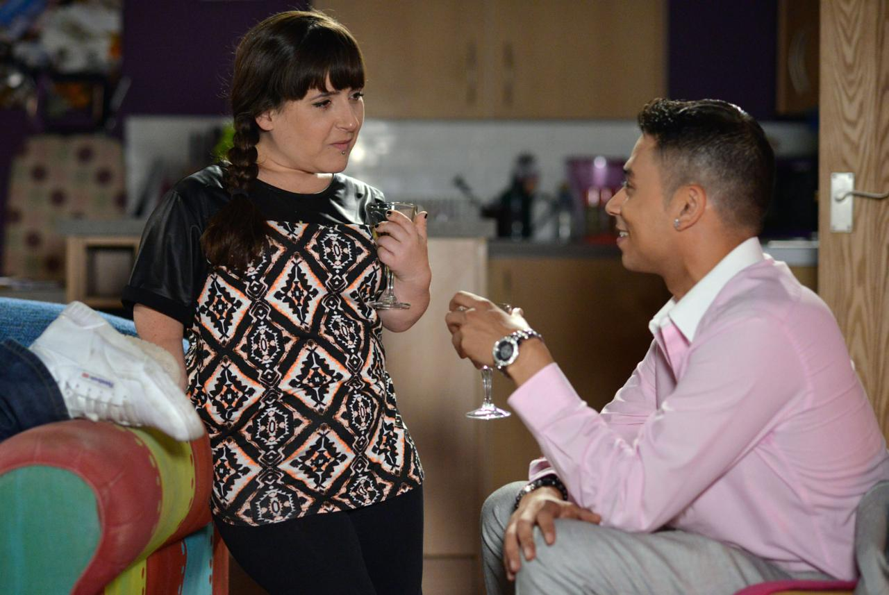 Fatboy and Donna Get Passionate - PICTURES - EastEnders News