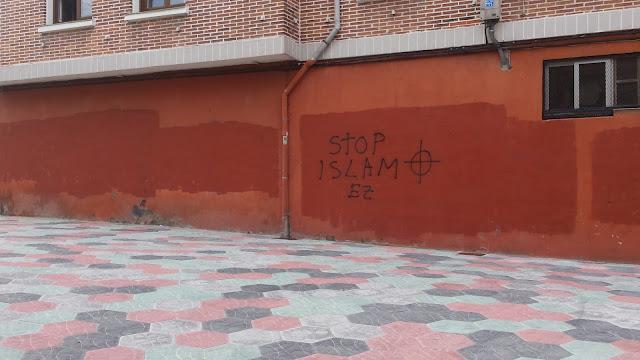 Pintada en la zona del colegio Larrea