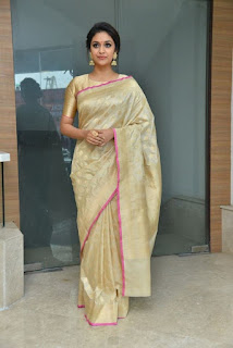 Keerthy Suresh in Saree with Cute Smile in Pandem Kodi 2 Audio Launch 4