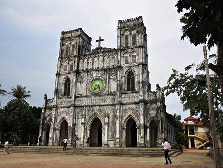 Xe hợp đồng Phú Yên - Nhà thờ Mằng Lăng,một trong những nhà thờ cổ xưa nhất ở Việt Nam