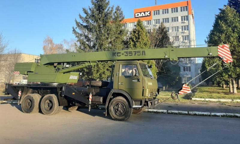ДЗАК передав Збройним Силам України відновлені автокрани