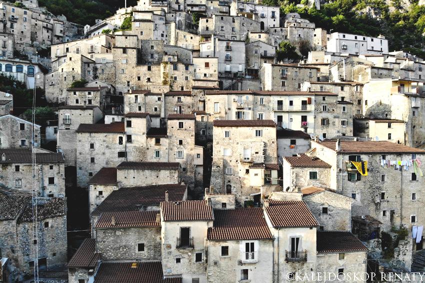 Układ miasteczka Pesche w włoskim regionie Molise
