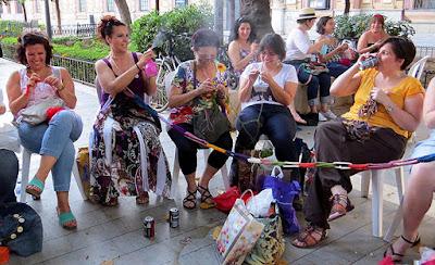 sevilla día mundial de tejer en público 2014