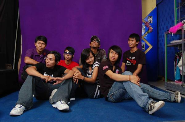 Lirik Lagu Makin Aku ~ Aura Band