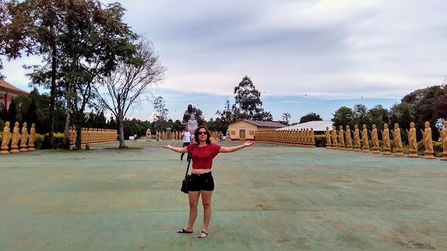 Corredor de budas no Templo Budista de Foz do Iguaçu.