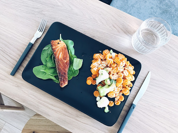 Kosilo: losos na žaru in zelenjava
