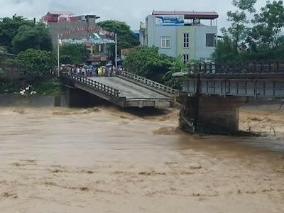 Cầu Thia sụp đổ sau cơn lũ