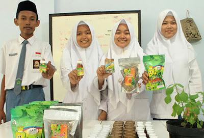 Siswa Madrasah di Kudus Sukses Menciptakan Obat Herbal