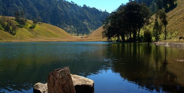 5 Danau Indonesia Yang Mempunyai Ke Indahan Dan Cerita Mistisnya