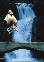 El artista surrealista Edward James en Las Pozas