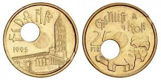 Moneda de 25 pesetas con el agujero mal