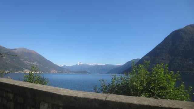 Stopp am Comer See und Blick auf See und Berge