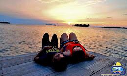 sunset pulau kelapa yang romantis paket wisata pulau kelapa kepulauan seribu utara jakarta