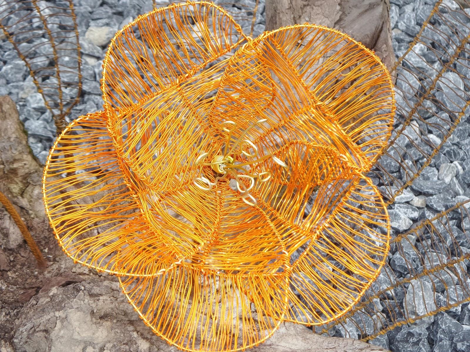 Willkommen bei frauhohmann: Draht flechten: Blumen auf Wurzel