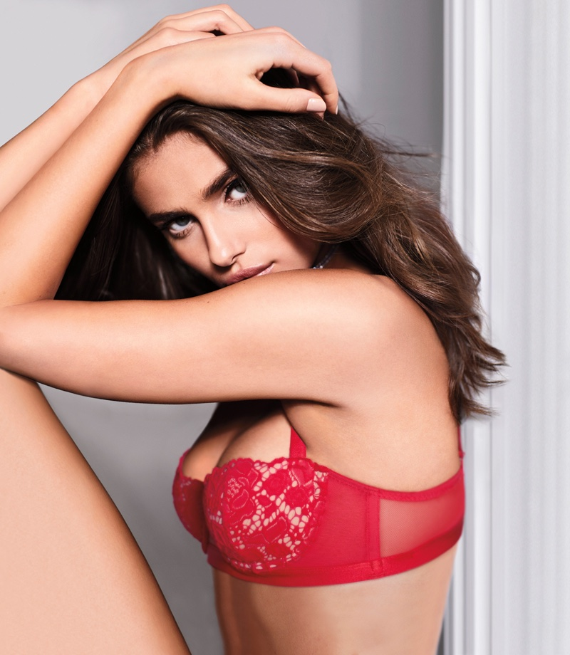 Taylor Hill models Victoria's Secret Very Sexy Balconet Bra